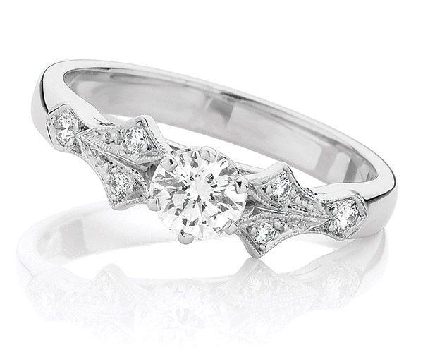 Jive 1940's style diamond ring