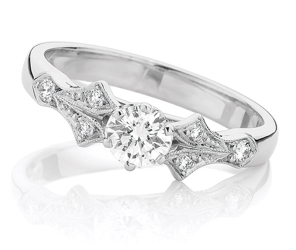 Jive 1940's style diamond ring