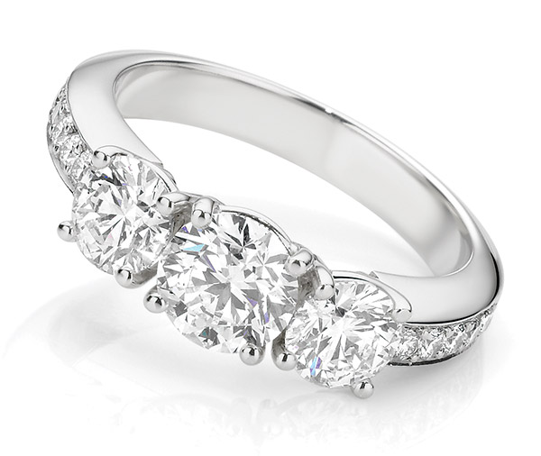 Round Robin shoulder diamonds ring