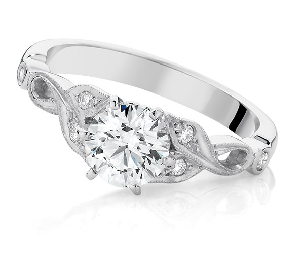 Rumba Vintage style diamond engagement ring