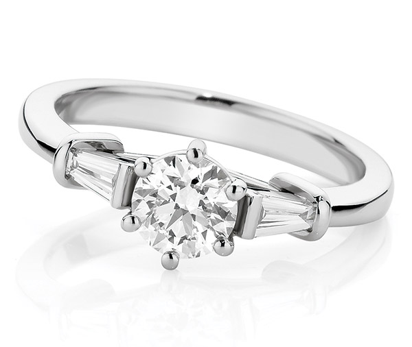 Sarah Ring round brilliant cut diamond