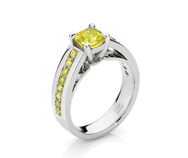 Sundance - Yellow diamond & shoulder diamond ring