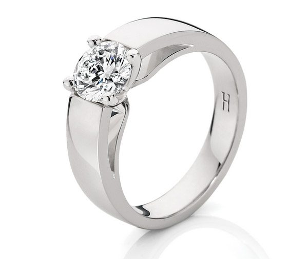 Love Affair Solitare: Four claw round diamond band style ring